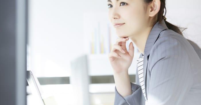 転職活動中の女性の写真